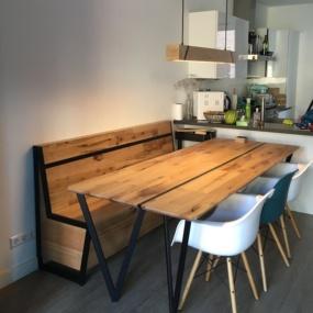 tafel van gebruikt eikenhout met opbergbank van gebruikte eikenhout