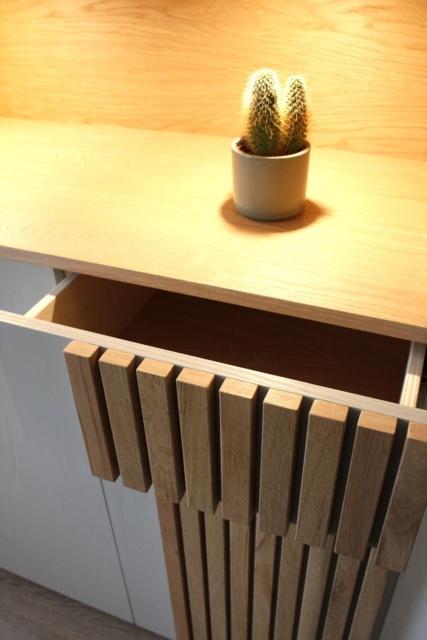 detail kast in nis van de woonkamer door Studio Hamerhaai